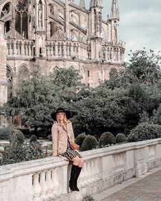 Joy | Mangue Poudrée | Reims 🥂 sur Instagram: REIMS 🍾 Ou quand je joue les touristes devant la cathédrale... La semaine prochaine je partirai à la recherche d'autres spots photo à… Spring Look, Spring Summer, Reims, Ootd, Lifestyle Blog, Spring Fashion, Summer Outfits, Louvre, France
