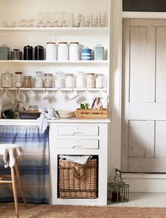 Live large in the tiniest of culinary spaces with these eight solutions.