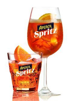 Spritz my favorite aperitivo in Italy Cocktails, Alcoholic Drinks, Cocktail Aperol Spritz, Tranches D'orange, Big Bubbles, Cocktail Glass, Hurricane Glass, Bartender, Wine Glass