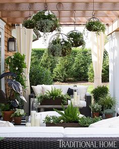 Charming Hanging Plants ideas to Brighten Your Patio – Gardening Decor Outdoor Retreat, Outdoor Rooms, Outdoor Living, Outdoor Furniture Sets, Outdoor Decor, Backyard Patio, Backyard Landscaping, Patio Tropical, Landscape Design