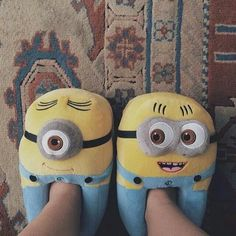 Minions, baby's love them, perfects. Crocs, Minions, Funny Slippers, Winter Slippers, Shearling Slippers, Aesthetic Women, Cute Pajamas, Girls World, Types Of Shoes