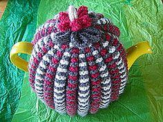 Knit or Crochet Mug Hug Snugs, Tea Cozy/Cosy/Cosies! And other wraps for food items Grannie's Traditional Tea Cosy tutorial by Teabythesea Tea Cosy Knitting Pattern, Tea Cosy Pattern, Knitting Patterns Free, Knit Patterns, Free Knitting, Free Pattern, Knitting Stitches, Vintage Patterns, Crochet Geek