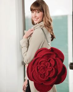 Ravelry: Felted Rose Bag pattern by Maggie Pace Found and bought the magazine, now just need to get the right yarn. Felt Roses, Felt Flowers, Fabric Flowers, Crochet Handbags, Crochet Purses, Crochet Bags, Crochet Shell Stitch, Wedding Fabric, Making Hair Bows