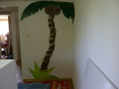 Palmtree from MDF, all different parts to get some effect. For the jungle room of my son!