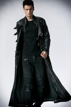 I must admit, I love this look, especially for an assassin, shifter or vampire...or a an assassin who happens to be a vampire/werewolf hybrid.