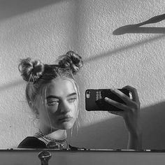 new aesthetic pp on insta Scary Photography, Grunge Photography, Blurry Pictures, Poses For Pictures, Beige Aesthetic, Aesthetic Girl, Gangsta Girl, Girls Mirror, Grunge Girl