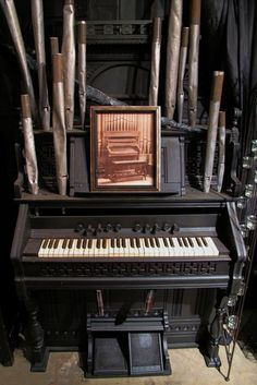 """The """"Mighty Wurlitzer"""" organ, built exclusively for Radio City Music Hall, has thrilled the venue's audiences for more than sixty-five years. Halloween Make, Halloween Ghosts, Halloween House, Halloween Ideas, Halloween Displays, Diy Halloween Decorations, Haunted Props, Music Garden, Rogers Gardens"""