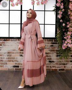 ✔ Dress Designs Ideas Hijab Source by ideas hijab Modest Fashion Hijab, Abaya Fashion, Muslim Dress, Hijab Dress, Abaya Designs Latest, Estilo Abaya, Beautiful Dress Designs, Mode Abaya, Muslim Women Fashion