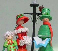 Quilled Christmas Carollers - by: JJ Quilling Design