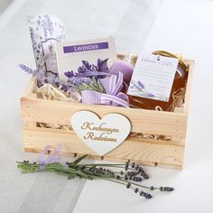 Amsterdam What To Do, White Day, Wedding Accessories, Wedding Planner, Gift Wrapping, Diy And Crafts, Lavender, Decorative Boxes, Wedding Day