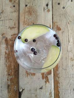 Caorunn Small Batch // Sliced Apple & Juniper Berries Gin Goblets, Gin Brands, Juniper Berry, Watermelon, Berries, Apple, Fruit, Desserts, Food