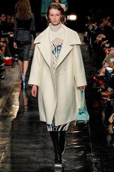 #VogueElige La tentación del invierno: abrigos que transforman tu look en un éxito instantáneo.  http://www.vogue.mx/articulos/abrigos-para-el-invierno-2013/3171#