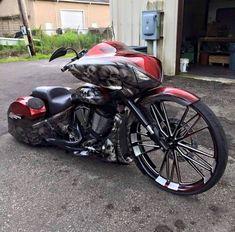 Custom Slammed , Big wheel Cross Country bagger   Victory Motorcycles ...