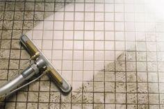 Limpia el sarro de tu baño con bicarbonato de sodio y cloro