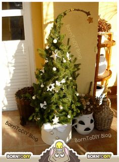 grincsfa grincs fa házilag fenyő fenyőág tuja zanótű karácsony dísz dekoráció természetes növény kültéri beltéri egyszerű gyors filléres virágkötészet drót kötözés