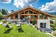 Chalet Largo - villa Chalet Largo Megeve | Isle Blue Mountain Home Exterior, Dream House Exterior, House In The Woods, My House, Chalet Design, Hillside House, Cabin Homes, Modern House Design, Architecture Design