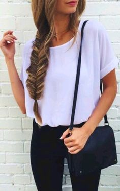 Keeping it classy but simple: loose t-shirt tucked into slim fit black jeans and a fishtail braid with a black cross-body bag - perfect outfit for school, city and a casual work environment. Can even wear this outfit to drinks! Mode Outfits, Casual Outfits, Fashion Outfits, Womens Fashion, Fashion Hair, Teen Fashion, Hipster Outfits, White Fashion, Sweater Fashion