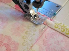 How to using all those sewing machine feet! Great tutorial!! sewmamasew.com/... #sewing #sew #machine #feet #howto #tutorial