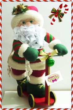 santa en patineta Felt Christmas, Christmas Humor, Christmas Stockings, Christmas Holidays, Christmas Decorations, Christmas Ornaments, Christmas Projects, Holiday Crafts, Holiday Decor