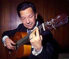 """Hola Amigos En nuestra sección """"FOTOGRAFÍA FLAMENCA"""" de esta semana, hemos elegido a uno de los Grandes Maestros de la Guitarra Flamenca, hablamos de Agustín Castellón Campos (16 de marzo de 1912, Pamplona, Navarra, España - Nueva York, EE.UU., 14 de abril de 1990), mas conocido como """"Sabicas"""" en el ámbito flamenco, fue un guitarrista español considerado maestro de la guitarra e impulsor de la internacionalización del flamenco."""