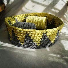Trapillo t-shirt yarn basket (Mamanufaktura)