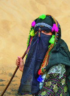 Shepherd girl in Hadramawt, Yemen.  Photo: Khalid Akainaey.