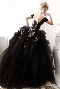 Gothic wedding dress.  What a beautiful work of art.  I would love to wear this at my wedding, if anyone'll put up with me long enough.  :3