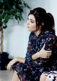 Beautiful Cute Erotic Political Corrupt Assassin For Youth Beautiful Celebrities, Beautiful Actresses, Most Beautiful Women, Turkish Beauty, Indian Beauty, Girl Photography Poses, Girl Photo Poses, Hande Ercel, Beautiful Girl Photo