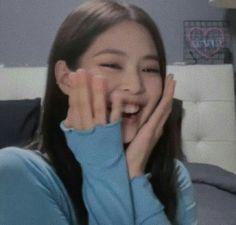 Yg Entertainment, K Pop, Blackpink Memes, Jennie Kim Blackpink, Uzzlang Girl, Blackpink Photos, Meme Faces, K Idols, Foto E Video