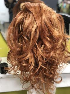 Offenes bewegtes Haar mit Beachwaves, natürliche locken Long Hair Styles, Beauty, Natural Hair Twists, Beleza, Long Hair Hairdos, Cosmetology, Long Hairstyles, Long Hair Cuts, Long Hair