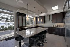 Contemporary Kitchen Cabinetry Black Brown Design, Pictures, Remodel, Decor and Ideas - page 15 Kitchen Cabinet Design, Kitchen Cabinetry, Bright Kitchens, Cool Kitchens, Home Design, Design Ideas, Interior Design, Espresso Cabinets, Dark Cabinets