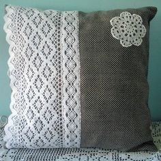 I love the lace on this throw pillow Crochet Cushion Cover, Crochet Cushions, Crochet Pillow, Sewing Pillows, Diy Pillows, Crochet Motif, Custom Pillows, Decorative Pillows, Throw Pillows
