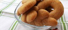Κουλουράκια με λάδι και κανέλα Greek Desserts, Greek Recipes, Vegan Recipes, Yami Yami, Pastry Cake, Doughnut, Sausage, Biscuits, Food And Drink