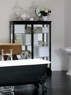 An en-suite with a touch of apothecary charm. Glamorous Bathroom, Dream Bath, Classic Bathroom, Bathroom Inspiration, Bathroom Ideas, Clawfoot Bathtub, Bath Tub, Park Avenue, Traditional Bathroom