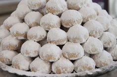 Kourampiedes – traditional Greek cookies made of butter and nuts Kosher Recipes, Baking Recipes, Cake Recipes, Dessert Recipes, Jewish Recipes, Greek Recipes, Greek Cookies, Cookie Desserts, Sin Gluten