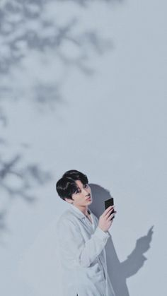 """I love your phone babe """" ohh. I hate you 😑 ( kidding ) HAHA ( imaginary ) Maknae Of Bts, Jungkook Cute, Foto Jungkook, Jimin Jungkook, Foto Bts, Bts Taehyung, Hoseok, K Pop, Bts Pictures"""