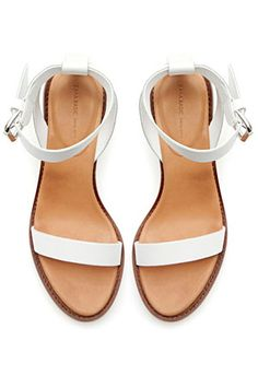 Shop Women's Zara White size Sandals at a discounted price at Poshmark. Description: White leather sandals from Zara. Slightly scuffed, see last photo. White Block Heel Sandals, Block Sandals, Ankle Strap Flats, Ankle Wrap Sandals, White Sandals, White Heels, Zara Sandals, Sandals Outfit, Zara Shoes