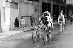 Overwhelming proof the Tour de France is, and always has been, a team sport. Velo Vintage, Vintage Cycles, Vintage Bikes, Cycling Art, Road Cycling, Cycling Bikes, Grand Tour, Pinterest Foto, Cargo Bike