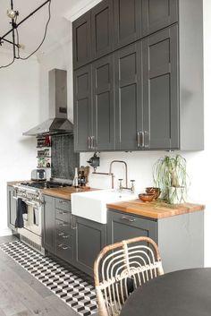 Küchen in dieser Farbe sind ganz hoch im Kurs! - Alles was du brauchst um dein Haus in ein Zuhause zu verwandeln | HomeDeco.de