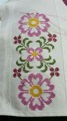 This post was discovered by Şermin Yalım. Discover (and save!) your own Posts on Unirazi. Cross Stitch Pillow, Cross Stitch Borders, Cross Stitch Flowers, Cross Stitch Charts, Cross Stitch Designs, Cross Stitching, Cross Stitch Embroidery, Embroidery Patterns, Hand Embroidery