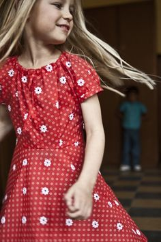 Made in Belgium Mondays * Atelier Assemblé Little Girl Dresses, Girls Dresses, Kid Styles, S Girls, Fashion Kids, Kids Outfits, How To Make, How To Wear, Short Sleeve Dresses