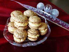 Raspberrybrunette walnut wheels with caramel cream Cooking Cookies, Cookie Desserts, Sweet Desserts, Sweet Recipes, Cookie Recipes, Dessert Recipes, Sweet Cookies, Xmas Cookies, Christmas Sweets