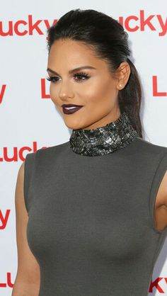 How to wear dark lipstick and tricks to apply it - http://dropdeadgorgeousdaily.com/2014/03/wear-dark-lipstick/