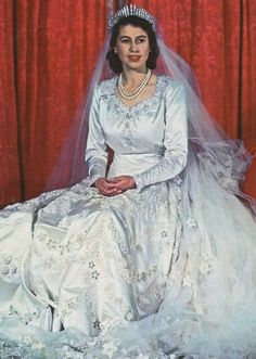 Norman Hartnell designed Wedding dress for (Princess Elizabeth) - Queen Elizabeth Queen Elizabeth Wedding, Princess Elizabeth, Queen Victoria Wedding, Princess Diana, Queen Wedding Dress, Queen Dress, Wedding Dresses, Norman Hartnell, Royal Brides