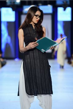 The Working Woman Pakistani Dresses, Indian Dresses, Indian Outfits, Kurti Designs Party Wear, Salwar Designs, Indian Attire, Indian Wear, Office Wear Women Work Outfits, Indian Designer Outfits
