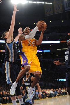 Kobe drives to the basket against the Grizzlies Marc Gasol (April 5, 2013 | Memphis Grizzlies @ Los Angeles Lakers | Staples Center in Los Angeles, California)