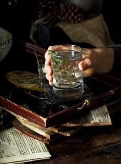 23 Skiddo (gin, St. Germain Elderflower Liqueur, thyme syrup, lemon juice, sparkling wine)