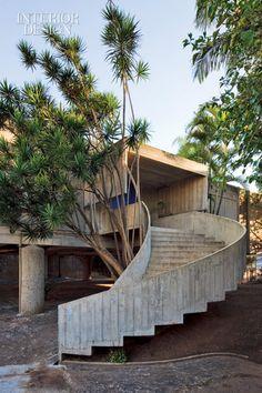Architecture Résidentielle, Stair Railing, Brutalist, Stairways, Interior And Exterior, Interior Design, House Design, Building, Concrete Stairs