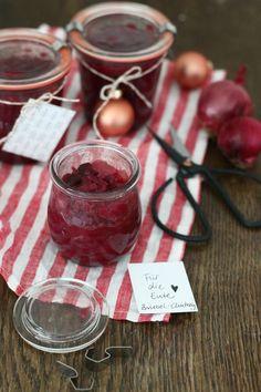 Last Minute-Rezept: Rotes Zwiebel-Chutney fürs Weihnachtsessen. Zum Mitbringen oder Selberessen.