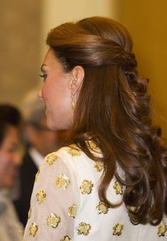 Her hair was pulled back into a half-ponytail, with loose waves complementing her gorgeous Alexander McQueen number.